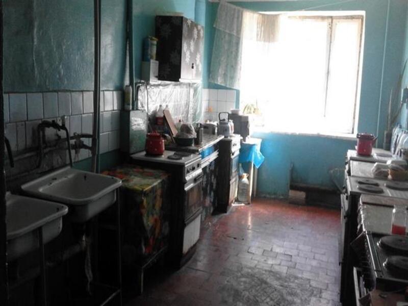 1 комнатная гостинка, Чугуев, Щорса (пригород), Харьковская область (237116 3)