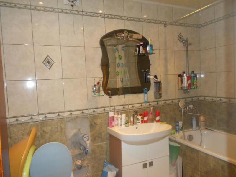 3 комнатная квартира, Дергачи, Центральная (Кирова, Ленина), Харьковская область (315263 1)