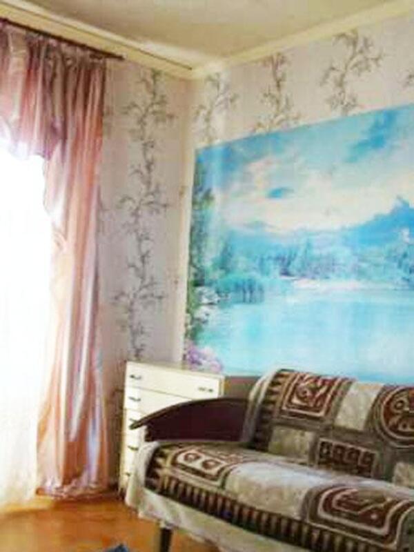 Квартира, 3-комн., Эсхар, Чугуевский район, Рождественская (Энгельса, Кирова)