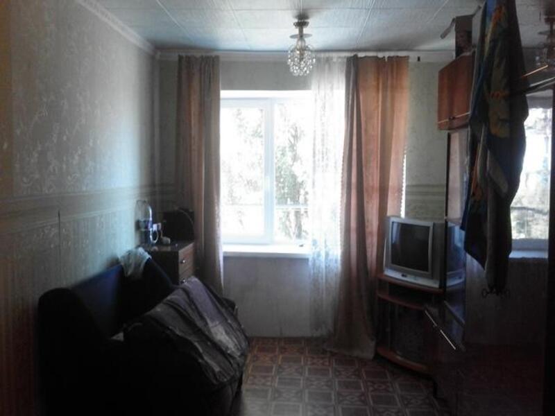 1 комнатная гостинка, Чугуев, Староникольская (К. Либкнехта), Харьковская область (414215 2)