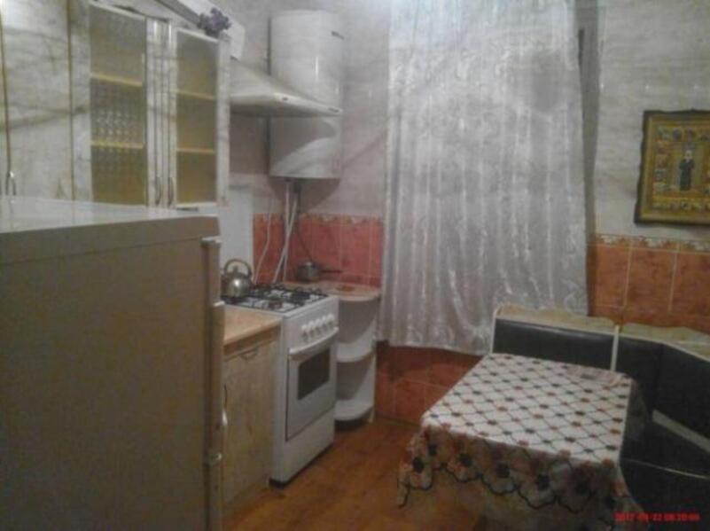 Квартира, 3-комн., Изюм, Изюмский район, Киевская