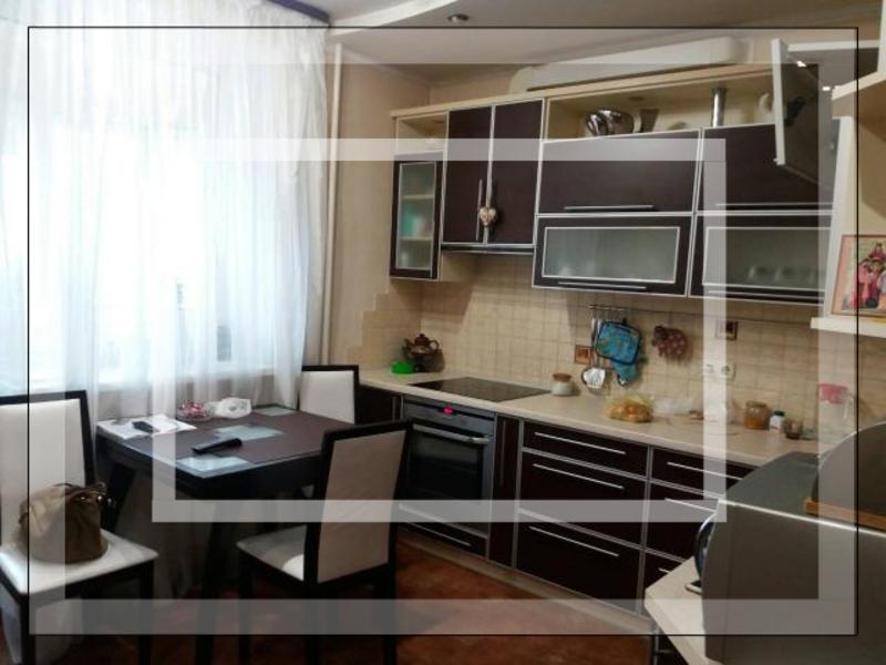 Квартира, 3-комн., Харьков, Завод Малышева метро, Московский пр-т