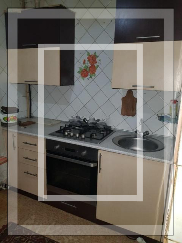 3 комнатная квартира, Чугуев, Октября пл., Харьковская область (555747 6)