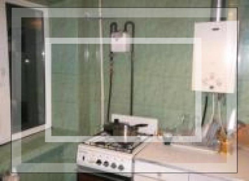 3 комнатная квартира, Золочев, Вознесенская пл. (22 съезда КПСС пл.), Харьковская область (574361 6)
