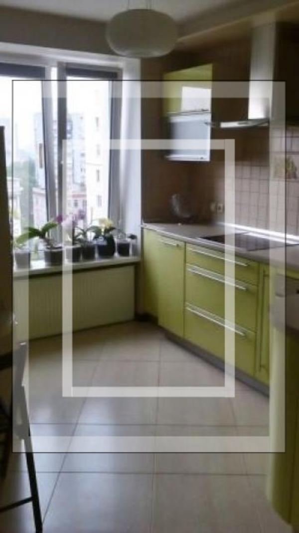 Квартира, 3-комн., Харьков, Спортивная метро, Молочная (Кирова)