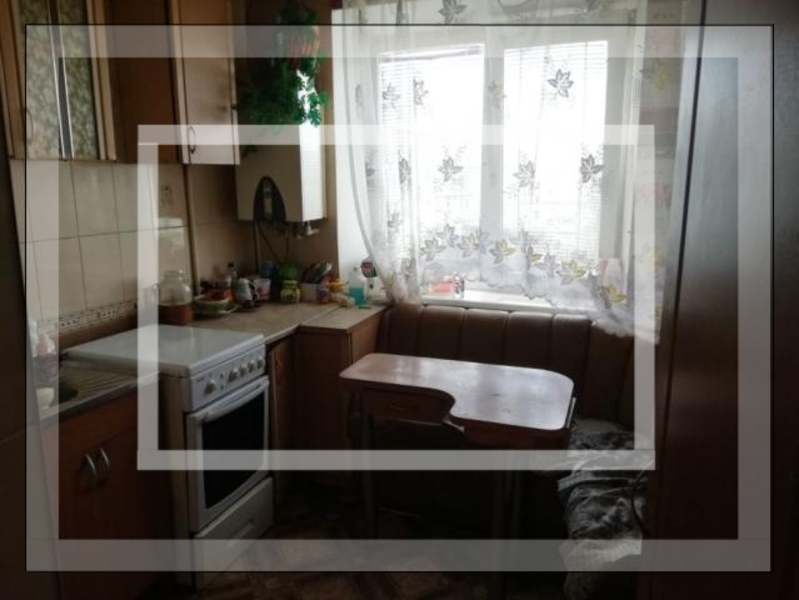 Квартира, 3-комн., Слобожанское (Комсомольское), Змиевской район, Спортивная (Калинина, Якира, Комсомольская, 50 лет Октября)