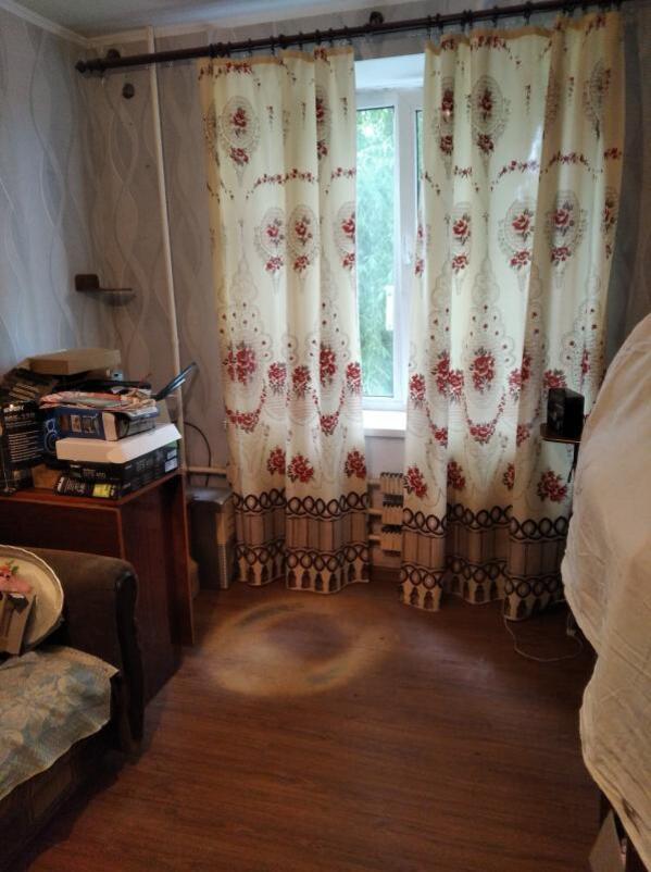 Купить 1-комнатная гостинка, Чугуев, Красноманежная (Якира), Харьковская область