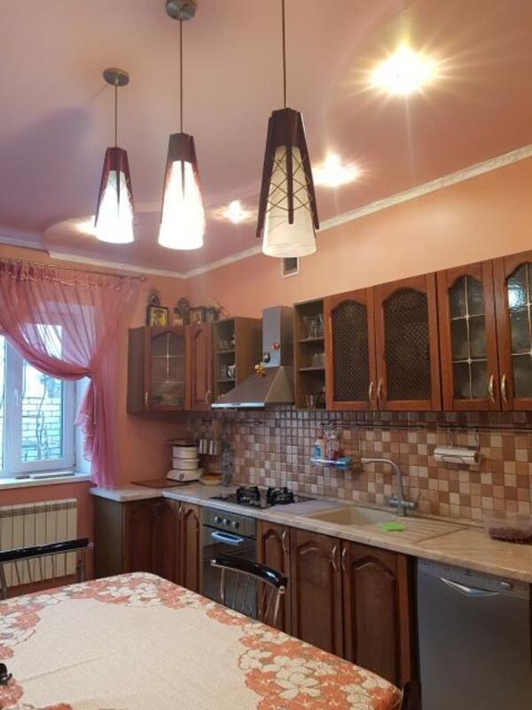 Дом, 4-комн., Харьков, Одесская