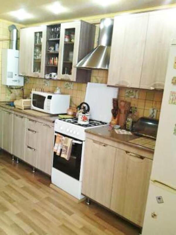 Дом, Люботин, Харьковская область (409614 3)