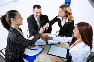 На что следует обратить внимание при купле продаже жилья (group negotiation 300x200)