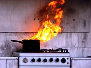Гори, гори ясно: что приводит к домашним пожарам (i 300x225)